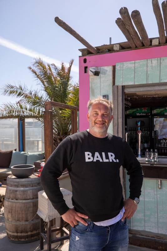 Jacko Roest hielp mee met de totstandkoming van 25.000 vierkante meter terrasruimte op het Hoekse strand.