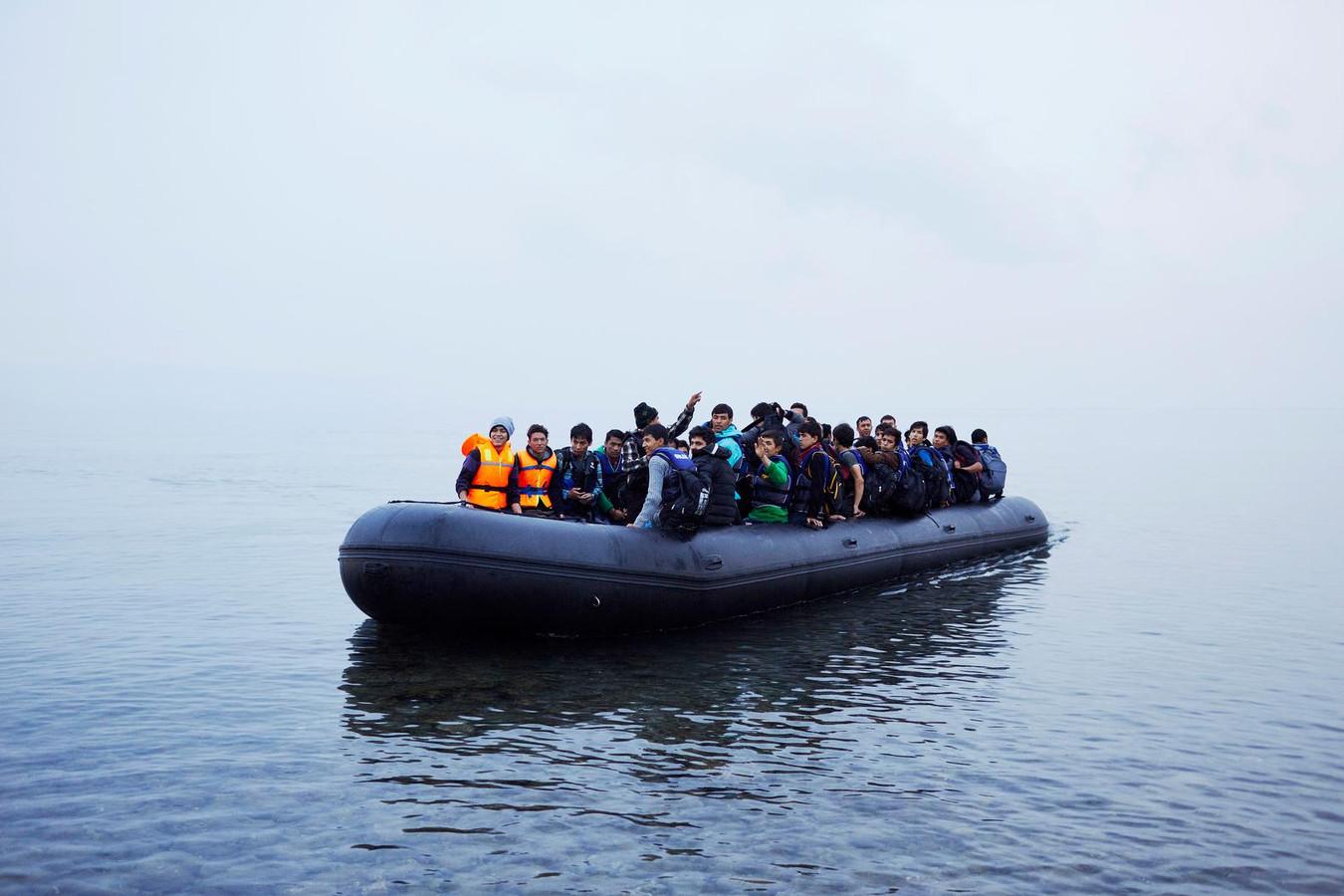 Vluchtelingen komen aan op Lesbos vanuit Turkije.