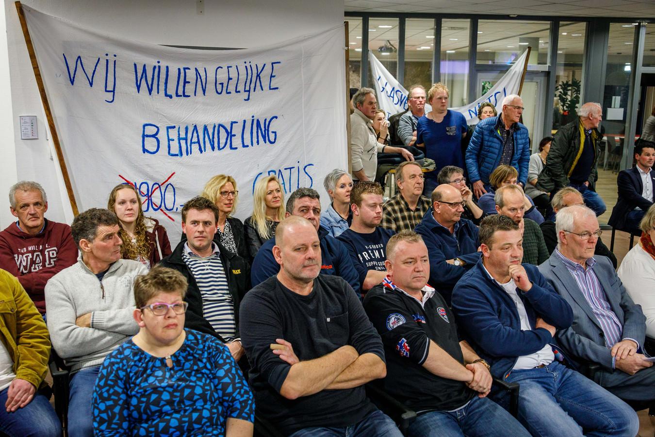 Inwoners uit allerlei dorpen van Steenwijkerland waren dinsdagavond in de raadszaal in Steenwijk aanwezig om hun standpunt duidelijk te maken.