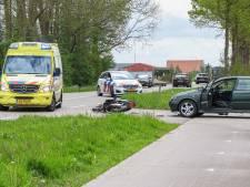Twee gewonden bij botsing tussen scooter en auto op Kuinderweg bij Emmeloord