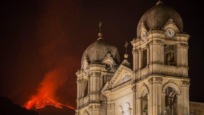Etna uitgebarsten tijdens bosbranden op Sicilië