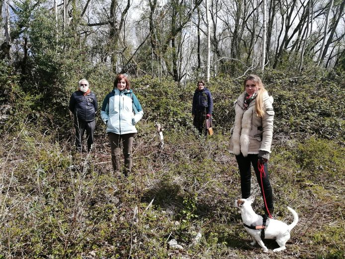 De trekkers van het actiecomité tegen de omvorming van de Wondelgemse Meersen. (v.l.n.r: Lucas De Cocker, Cécile Modde, Veerle Bastien en Kelly Hendrickx).