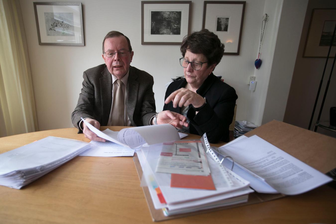 Oud-rechter Bert van 't Laar en voorzitter Trudy van Helmond van KBO Eindhoven (archieffoto).