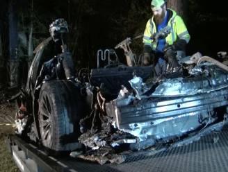 Onderzoek na dodelijke crash met Tesla maakt niet duidelijk of iemand achter stuur zat
