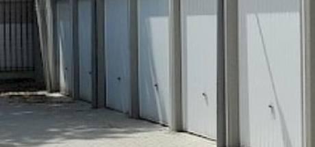 'Spuuglelijke' garages aan het Kasperspad mogen van de gemeente zo blijven