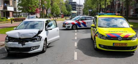 Drie auto's betrokken bij aanrijding in Apeldoorn: flinke files in het centrum
