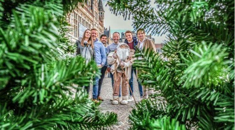 Kelly Libaers, Mathieu Clarysse, Hannes Catanzaro, Dieter De Clercq, Dino Verhelst en Arne Vandendriessche, op het Schouwburgplein