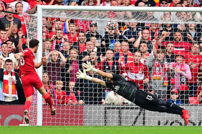 L'attaquant portugais de Liverpool, Diogo Jota, a raté une bonne occasion lors du match de football de Premier League anglaise entre Liverpool et Crystal Palace à Anfield à Liverpool, dans le nord-ouest de l'Angleterre, le 18 septembre 2021.