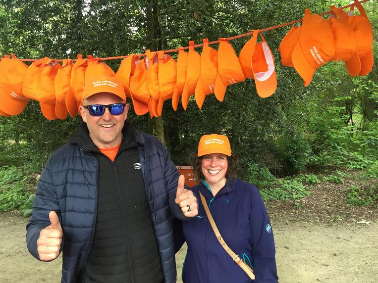 Matthew Kealy verkoopt echte Hollandse petten Beeld Melle Bos