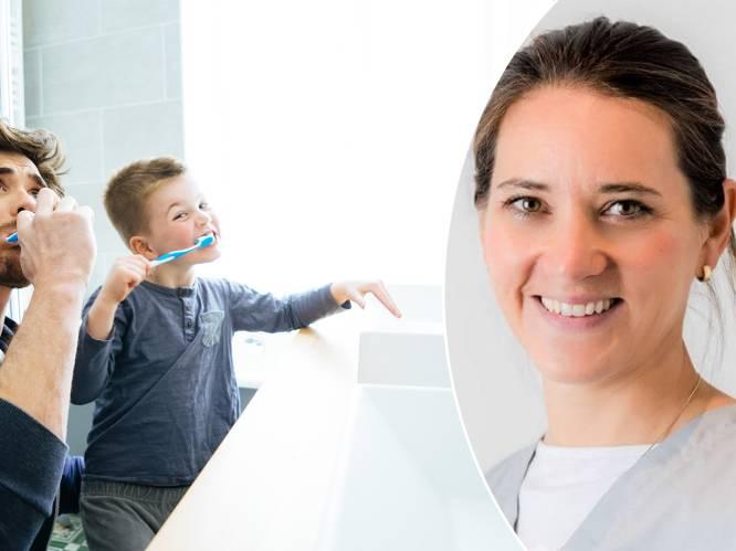 """Poetsen we onze tanden al ons hele leven verkeerd? """"Spoel niet na met water"""", adviseert parodontoloog"""