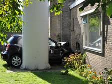 Onwel geworden automobilist ramt moskee in Heerenveen