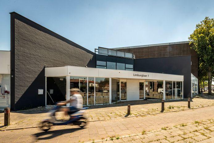 De voormalige ontharingskliniek Just Wellness aan de Limburglaan 1 in Eindhoven ligt er vervallen bij.