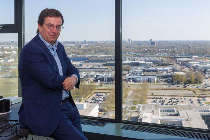Frits van Hout: 'Ik was de eerste werknemer die niet van Philips kwam.'