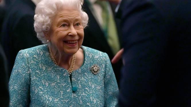 Koningin Elizabeth mag alleen nog met familielid op pad