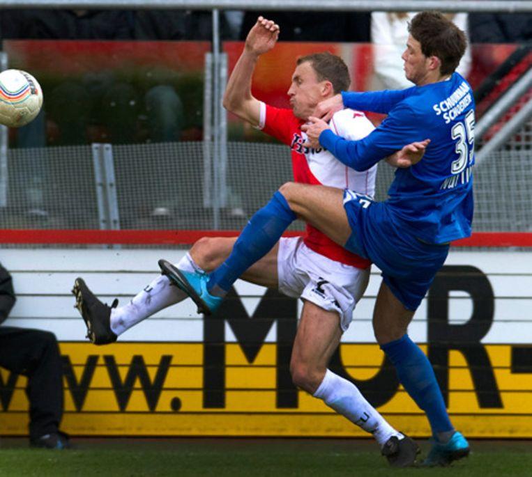 Tim Cornelisse (L) van Utrecht in duel met Bram Nuytinck van NEC. Foto ANP Beeld