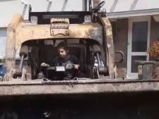 À 6 ans, il prend les commandes d'une pelleteuse pour venir en aide aux sinistrés à Pepinster