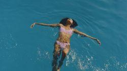 20 x de mooiste badpakken en bikini's om het zomerweer te vieren