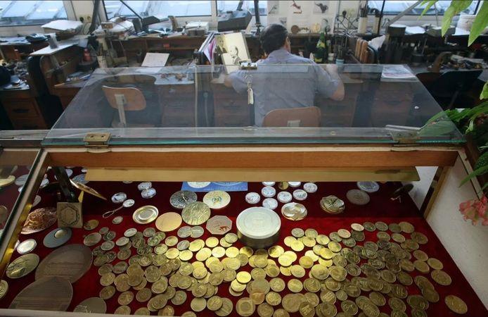 Elk van deze munten zou een waarde hebben van zo'n 1200 euro.