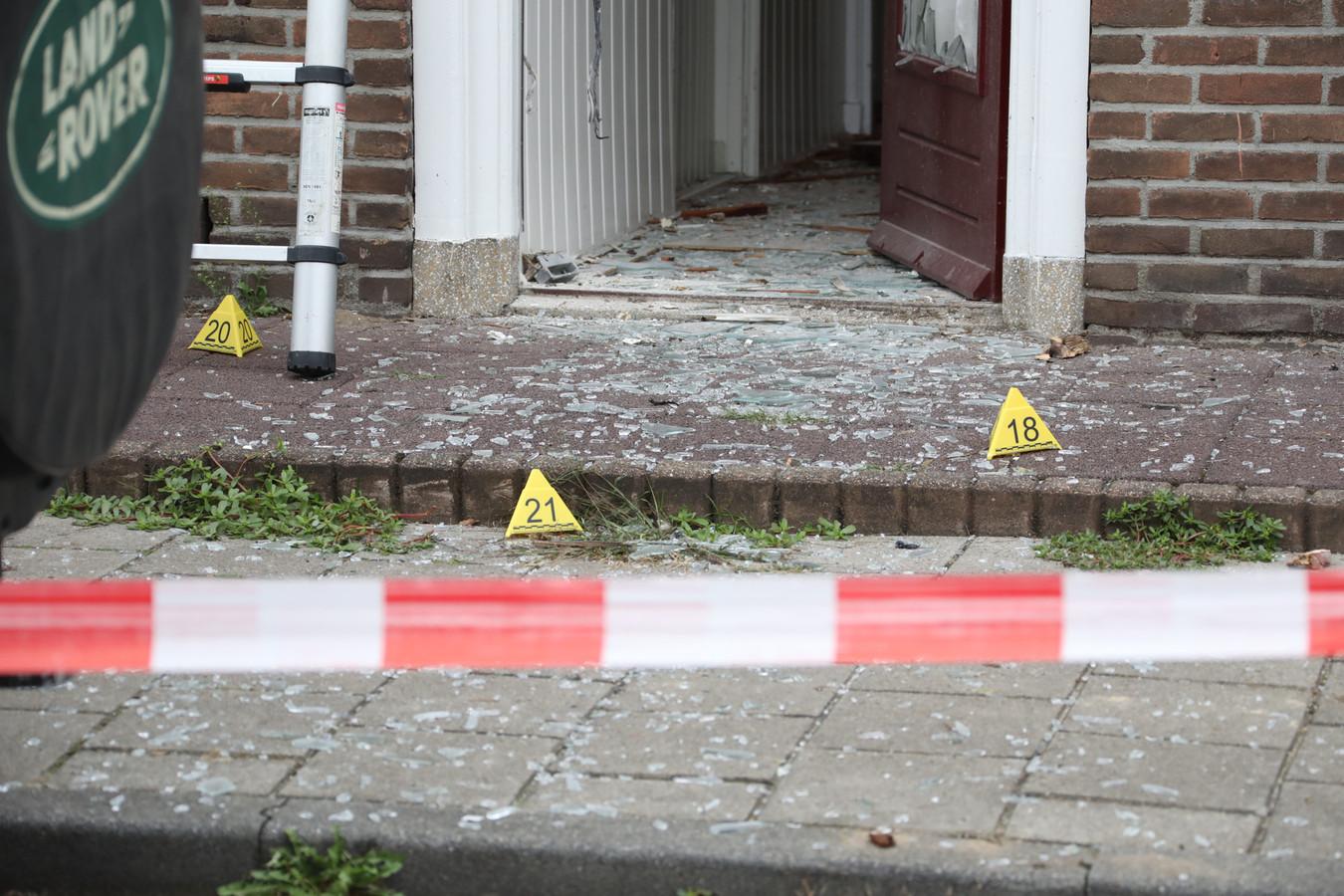 Explosie lijkt aanslag op woning in Oss.