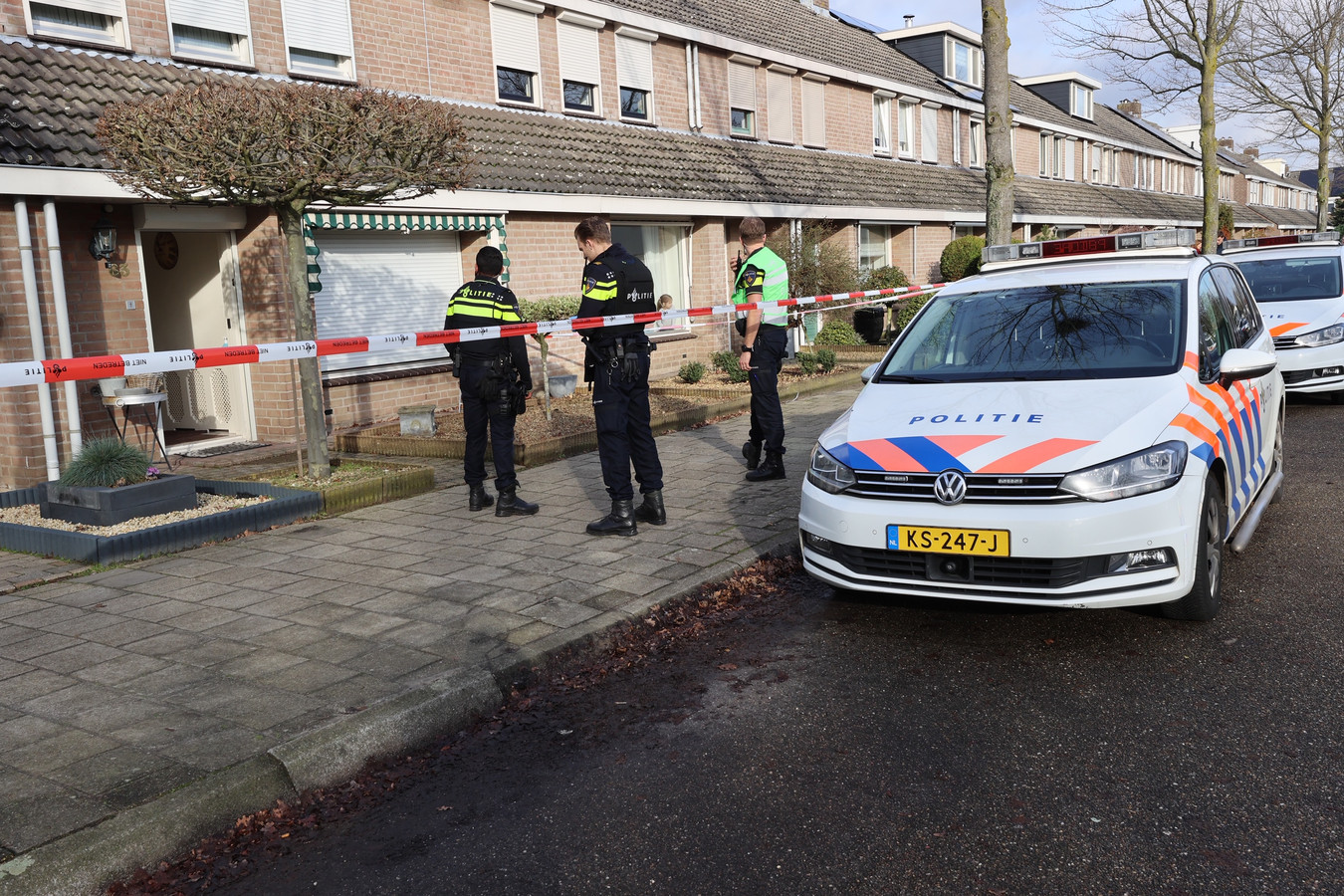 Onderzoek door de politie na schietincident in een huis aan de Cahorslaan