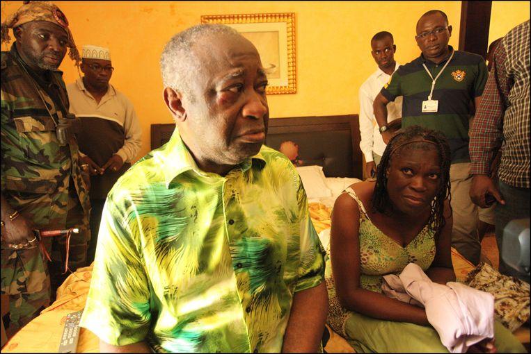 Laurent en Simone Gbagbo tijdens hun arrestatie. Beeld PHOTO_NEWS