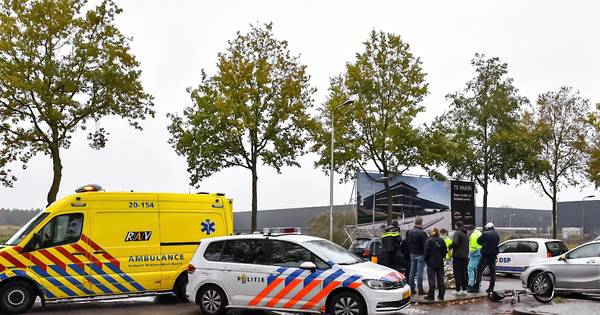 Fietser gewond bij aanrijding op Swaardvenstraat in Tilburg.