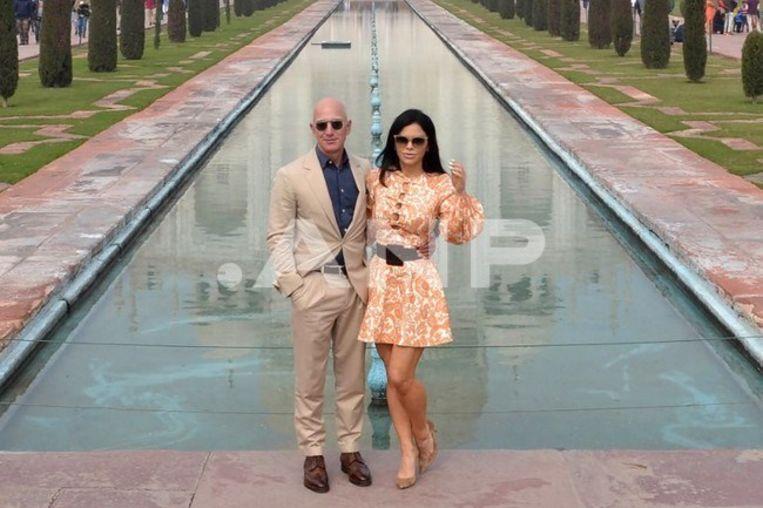 Jeff Bezos met zijn vriendin Lauren Sanchez. Beeld ANP