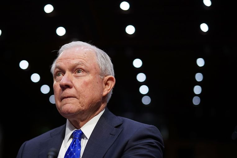U.S. Attorney General Jeff Sessions prepares to testify before the Senate Judiciary Committee in the Hart Senate Office Building on Capitol Hill October 18, 2017 in Washington, DC.  Beeld AFP