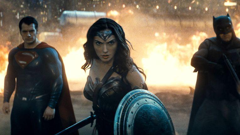 Henry Cavill als Superman (links), Gal Gadot als Wonder Woman (midden) en Ben Affleck als Batman in Batman v Superman: Dawn of Justice. Beeld null