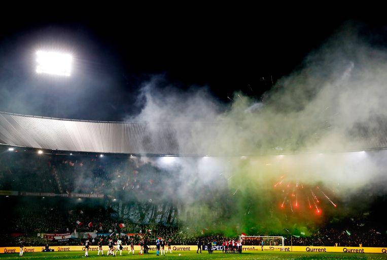 Vuurwerk in de Kuip bij bekerduel Feyenoord-Ajax/  Beeld Pim Ras Fotografie