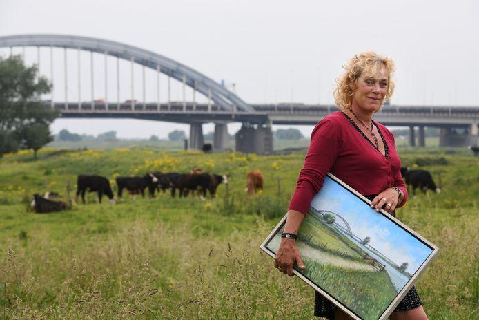 Catherine Gathier maakt zwervend door Nederland schilderijen van idyllische plekken in steden en dorpen.