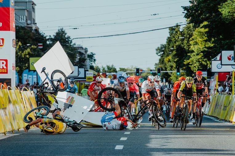 De horrorcrash in de Ronde van Polen. Beeld AFP