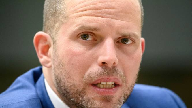 """Theo Francken wordt tijdelijk geweerd uit geheime Kamercommissies na tweet met gevoelige info: """"Dit slaat alles"""""""