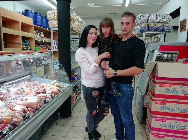 De familie Epure in hun winkel