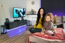 Arnhem, 2 april 2021. Ilona Bijl (met haar 3-jarige dochtertje Gaiya) zoekt doorstroming naar een betaalbare woning met meer ruimte vanuit een appartement, maar de woningmarkt zit op slot en biedt haar weinig kans. dgfoto . Foto: Gerard Burgers