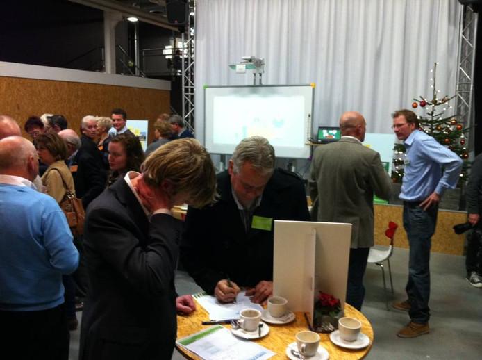 Inschrijven voor één van de ontwerpateliers voor het Dico-terrein van Veldmolen CV: 14 januari of 18 februari. Rechts Heijmansmanager gebiedsontwikkeling Tom Köhler.