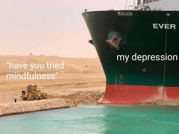 Het vastgelopen containerschip in het Suezkanaal zorgt voor een toestroom van memes. Beeld RV
