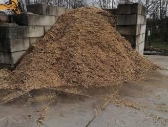 Verhakseld hout gratis af te halen in containerpark in Brakel
