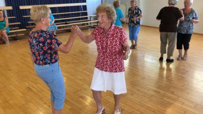 """Video: Negentigjarige Jeanne Van Heer is verslaafd aan dansen. """"Ik weiger tijdens de dansles op 'het bankje' te gaan zitten."""""""