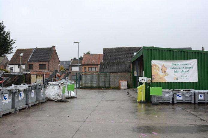 Het huidig containerpark grenst aan de woningen in de Geeraard de Cremerstraat.