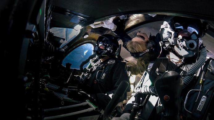 Beth Moses, piloot Dave Mackay en co-piloot Michael Masucci aan boord van de VSS Unity.