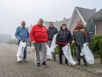 Vrijwilligers wijkcomité ruimen zwerfvuil in Donckwijk