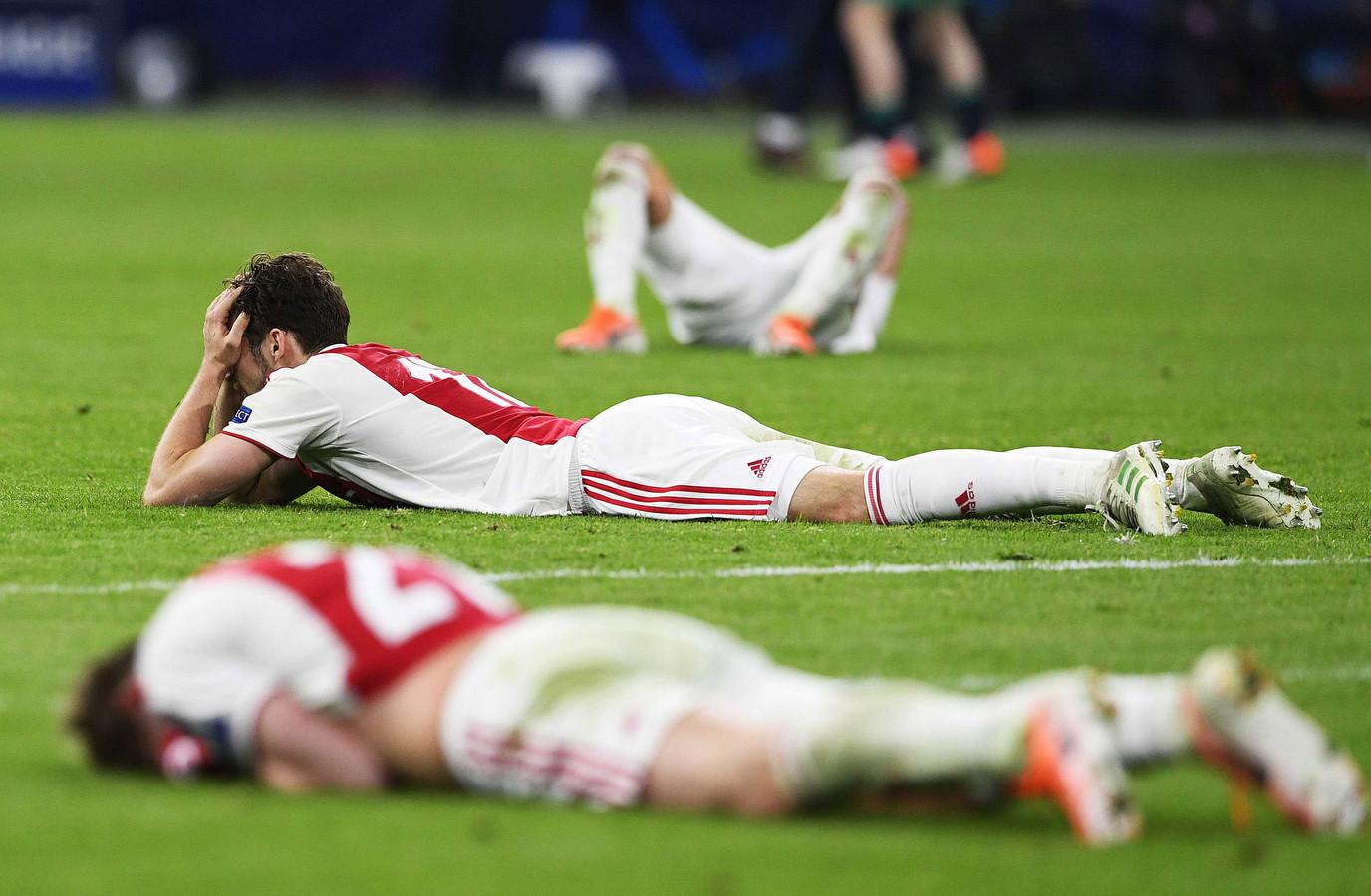 Ongeloof bij de spelers van Ajax, die een paar seconden verwijderd waren van een finaleplaats.