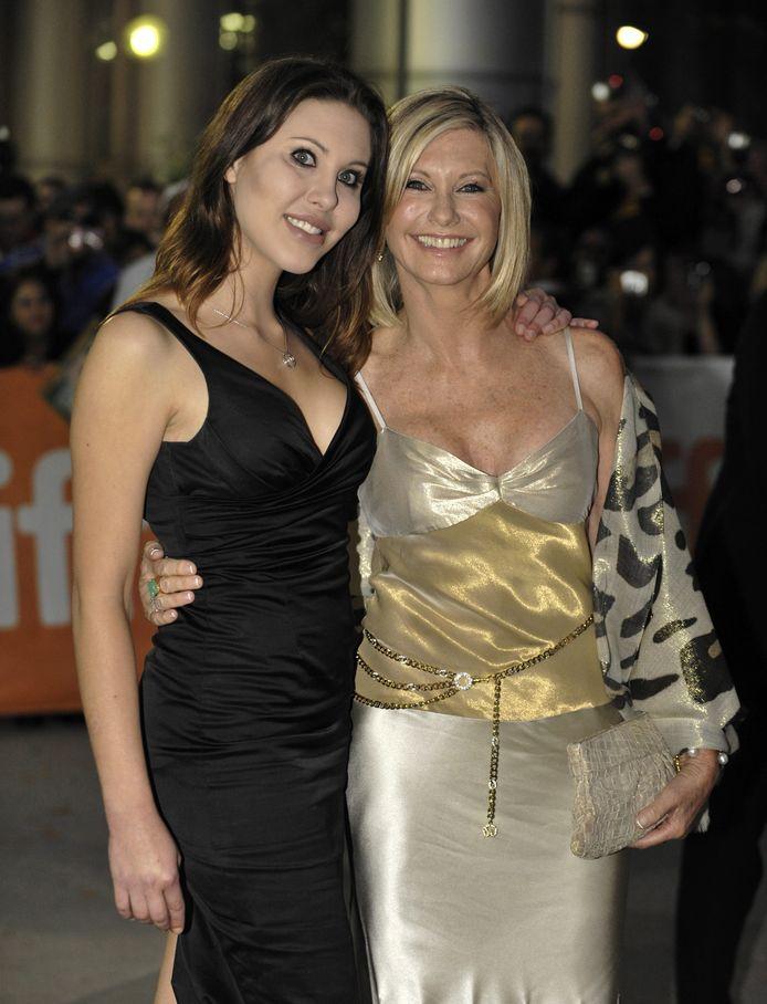 Olivia Newton-John (rechts) en dochter Chloe Lattanzi.