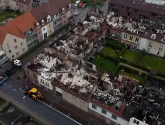 Luchtbeelden tonen hoe groot de schade is na de hevige brand in Opwijk