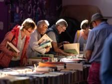 Ontroering bij de boekenmarkt, tranen bij de stoomgroep: Schouwen-Duiveland ontwaakt