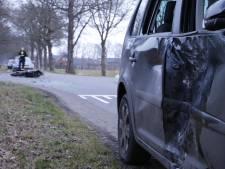 Brommerrijder naar ziekenhuis na botsing met auto in Markelo
