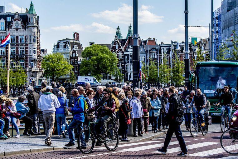 Touringcars zijn in Amsterdam een bron van irritatie. Beeld ANP