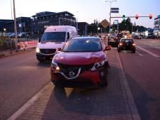 Zware botsing tussen auto en motor in Gouda