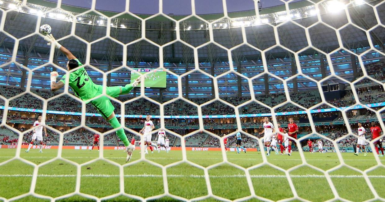 Vorige week speelden Turkije en Zwitserland al tegen elkaar in het Olympisch Stadion in Bakoe. Beeld EPA